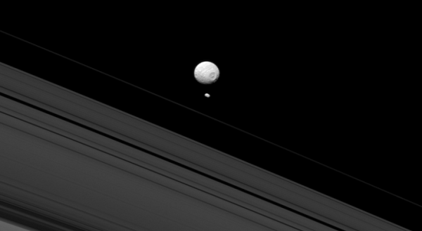 Two of Saturn's moons meet up on the night's sky